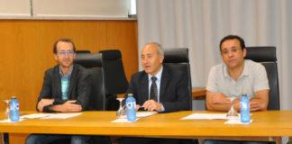Jacobo de Uña, investigador do SiDOR, xunto ao decano da Facultade e o decano da facultade e o director do Departamento de Estatística e Investigación Operativa.
