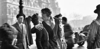 Científicos da Universidade de Granada levan desde 2010 estudando as reaccións fisiolóxicas do amor. Foto © Robert Doisneau.