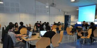 Participantes na edición de 'HackforGood' do 2016 en Vigo.