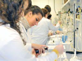 Imaxe de arquivo do laboratorio de Farmacia da USC.