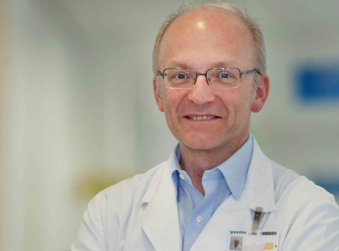 Roberto Valdés, xefe de Otorrinolaringoloxía do hospital Povisa de Vigo. Foto: Duvi.