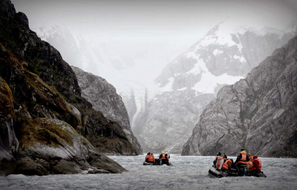 Paseo en lancha pola Terra do Fogo, en Chile.