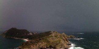 Precipitacións vistas desde a cámara de Meteogalicia nas Illas Cíes. Imaxe: Meteogalicia.