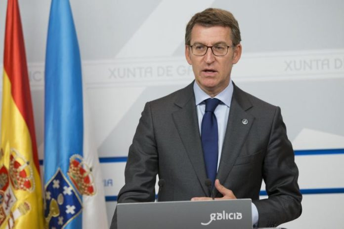 O presidente Feijoo, na rolda de prensa na que anunciou a retirada do decreto. Foto: Xunta de Galicia.