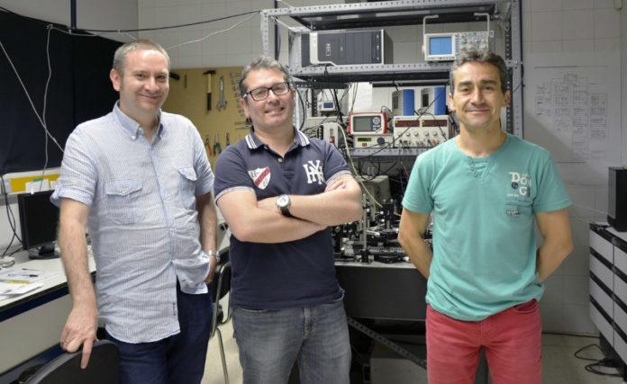 Ángel Paredes, Humberto Michinel e José Ramón Salgueiro, investigadores da UVigo. Foto: Duvi.