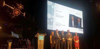 Os gañadores da pasada edición, Manuel García e Daniel Gómez, recolléndo o premio. Foto: Duvi