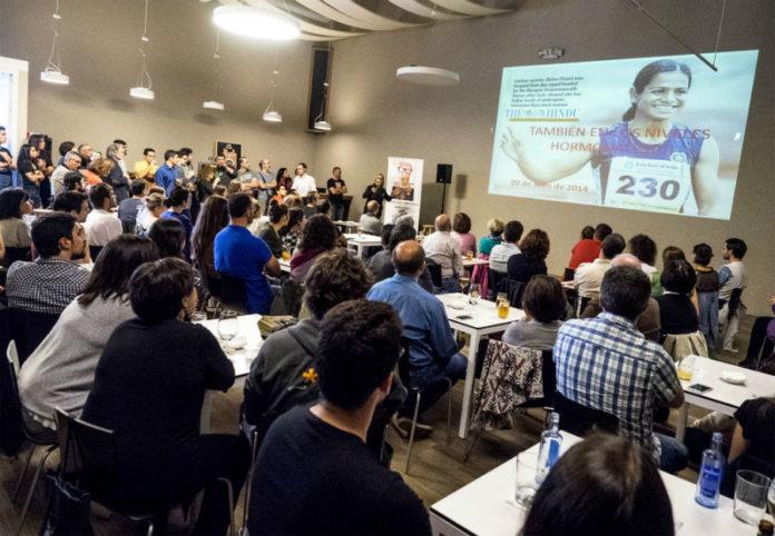 Unha das charlas de Pint of Science 2017 en Santiago de Compostela. Foto: Anxo Iglesias.