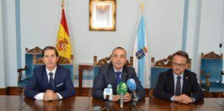 De esquerda a dereita, Francisco Marín, Ramón Carballo e Javier Bueno, na Subdelegación do Goberno en Lugo. Foto: USC.