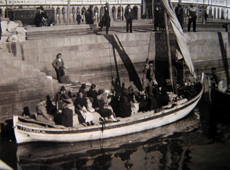 Transbordador A Coruña-Santa Cruz, no porto coruñés.