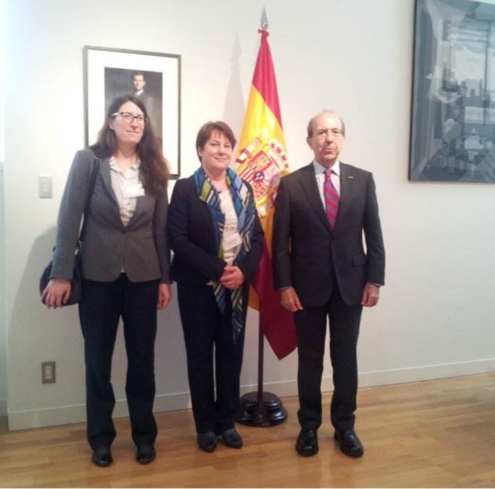 González Rey, entre Buján e De Benito, na Embaixada de España en Tokio. Foto: USC