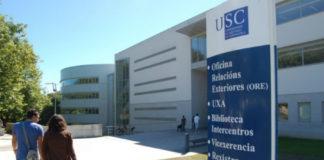Estudantes nas inmediacións da Biblioteca Intercentros do campus de Lugo. Foto: USC.