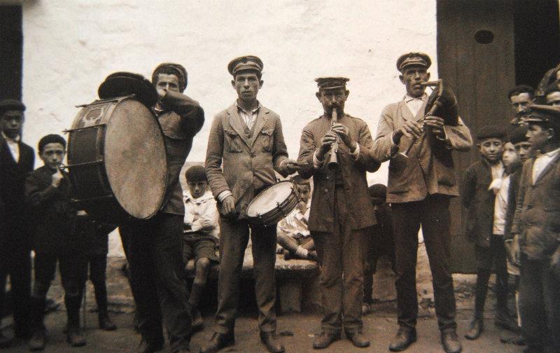 Músicos na festa de San Roque, en Vigo.