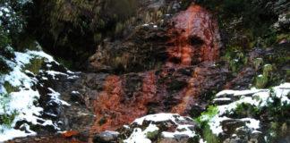 Fonte de augas ferruxinosas situada no bosque que visitamos hoxe. Imaxe: Manuel Rey.
