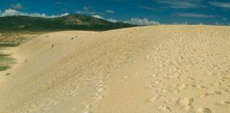 Esta duna ten arredor de 20 metros de alto e un quilómetro de longo. Imaxe: Turgalicia.