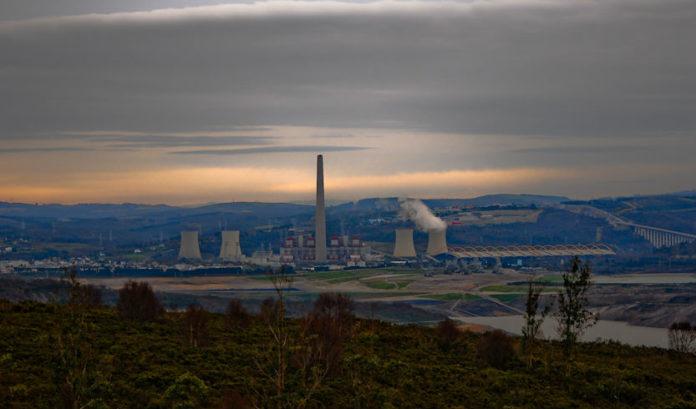 A central das Pontes emitiu en 2018 7,9 millóns de toneladas de CO2 equivalente. Imaxe: luscofusco/Wikicommons.