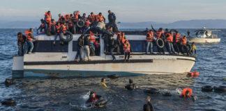 Refuxiados rescatados pola ONG española Proactiva Open Arms en Lesbos (Grecia). Imaxe: GGia / Wikicommons.