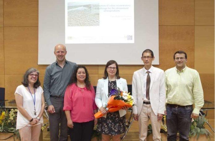 Tania Palmeiro, no centro, cos directores da tese e o tribunal. Foto: USC.