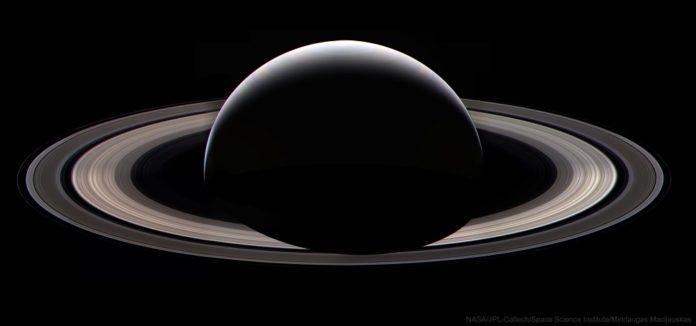 Créditos da imaxe: NASA, JPL-Caltech, Space Science Institute, Mindaugas Macijauskas