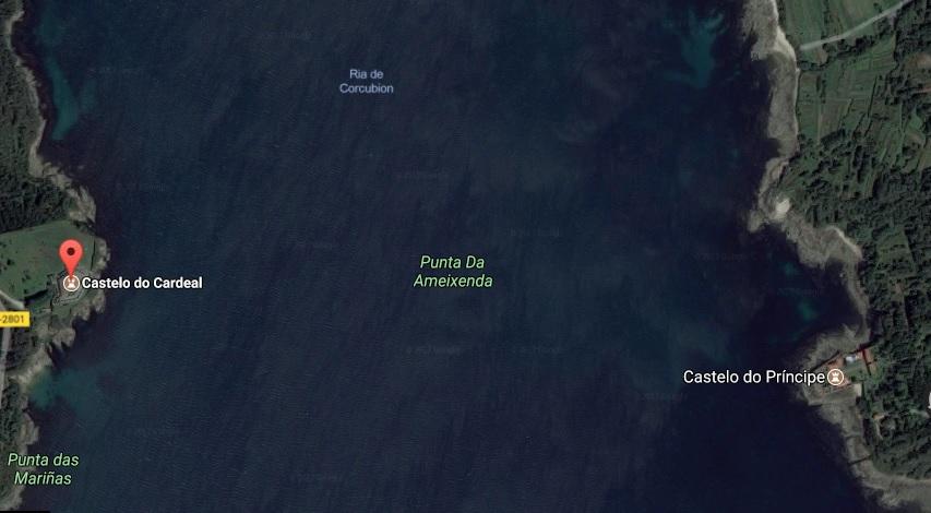 As dúas fortalezas están situadas nas dúas beiras da ría de Corcubión.