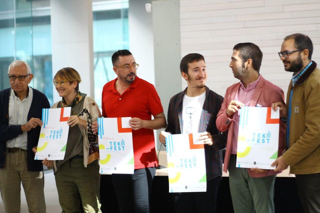 Organizadores e representantes políticos, na presentación do Tek-Fest. Foto: Cristina Andrés Pontanilla.