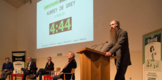 O controvertido xerontólogo Aubrey de Grey, no seu primeiro turno de intervención. Foto: Leonor Parcero.