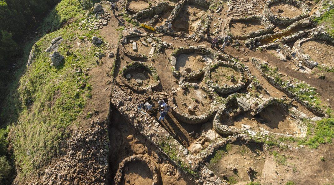 Escavacións no castro de Santa Trega.