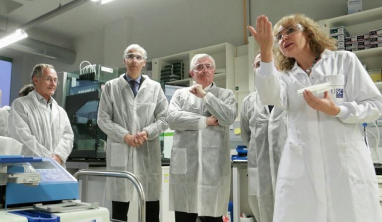 A directora científica do proxecto, Mabel Loza, xunto a Francisco Conde, Juan Viaño e Ángel Carracedo. Foto:xunta.gal.