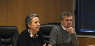 A vicerreitora Isabel Rodríguez-Moldes e o profesor Paulino Martínez, coordinador de Inmunogenom. Foto: USC.