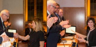 María Aymerich (esquerda) e María Antonia Señarís reciben os seus premios de mans de Miguel Ángel Ríos. Fotos: RAGC.