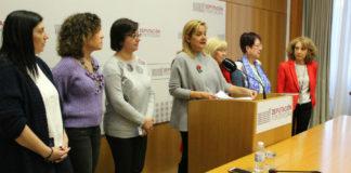 A presidenta da Deputación de Pontevedra, Carmela Silva, xunto ao xurado dos premios Sofía Novoa. Imaxe: Deputación de Pontevedra.