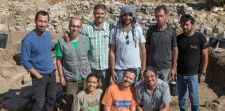 Equipo de arqueólogos en Palestina. O profesor Montero Fenollós é o terceiro de pé comezando pola esquerda. Imaxe: José Pardo.