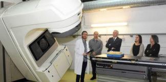 Imaxe da visita institucional ao Laboratorio de Radiofísica, onde se atopa o acelerador. Foto: USC.