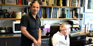 José Edelstein, durante unha das súas visitas a Stephen Hawking.