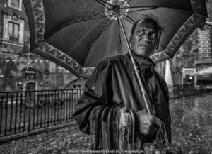 Vendedor de paraugas en Sicilia. Foto: Marcos Rodríguez.