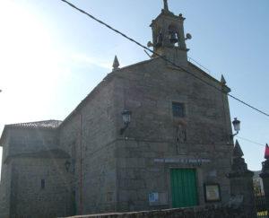 Igrexa da parroquia de Oleiros (Ribeira), en cuxa casa reitoral se gardou parte do alixo tabaco no desembarco que dirixiu Balboa. Imaxe: Adrián Estévez.