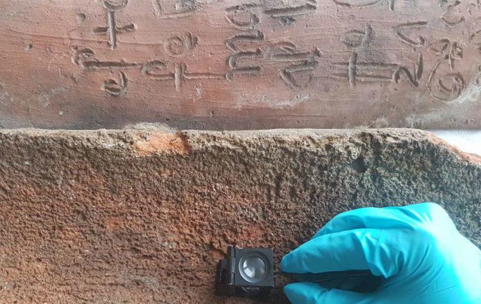 Estudo do gravado das tellas atopadas en Castro Caldelas. Imaxe cedida por Sara Inés Vega.