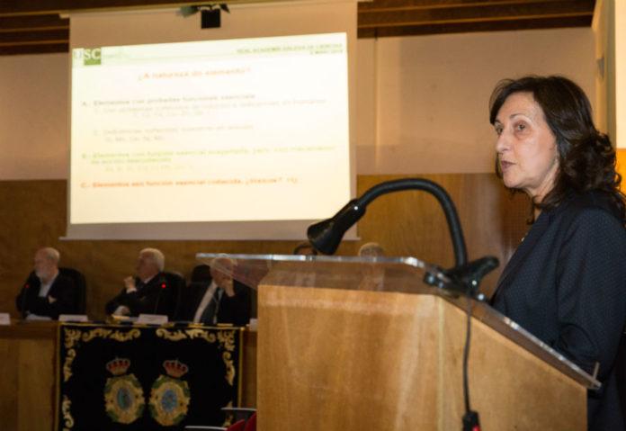 Pilar Bermejo, durante o seu discurso de ingreso. Imaxes: RAGC.