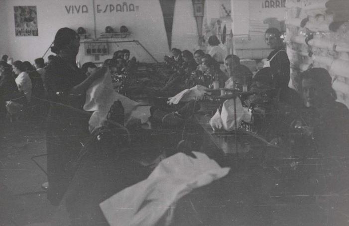 A Coruña. Talleres de confección de roupa para os combatentes da guerra no bando nacional.