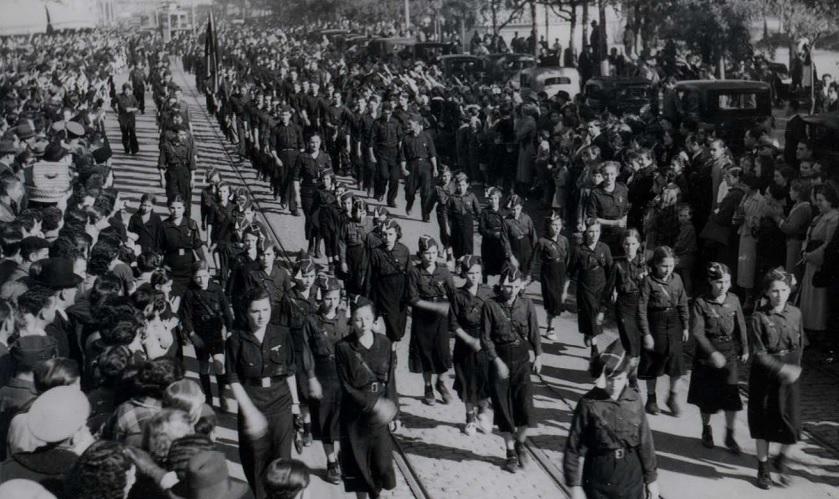 A Coruña. Desfile de conmemoración do 3º aniversario da Falange.