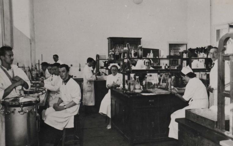 Santiago de Compostela. Laboratorio militar de Farmacia.