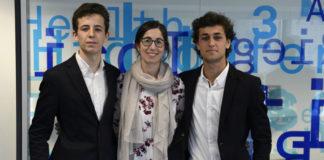 Miguel Sequeiros e Miguel Aragón, xunto á súa titora do colexio Maristas, Lydia Castro. Foto: Viaqua.