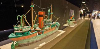 Pezas da mostra 'Mar de plástico'. Imaxe: Museos Científicos Coruñeses.