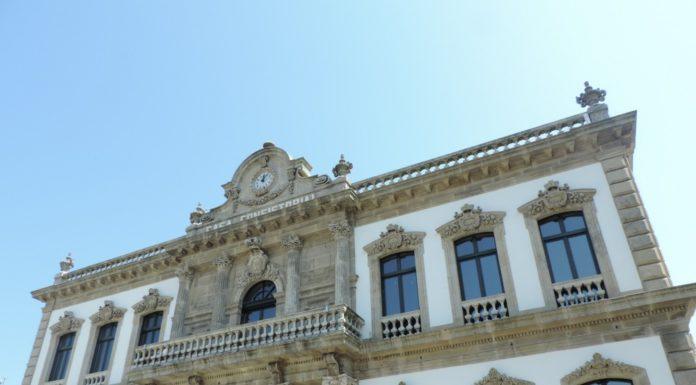 A Casa Consistorial, separada do edificio administrativo do Concello de Pontevedra.