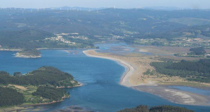 O Xeoparque do Cabo Ortegal contén paisaxes como o da Ría de Ortigueira.