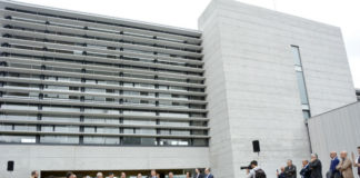 Acto de inauguración no exterior do edificio do Campus da Auga. Foto: Duvi.