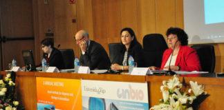 Sara Núñez-Sánchez, do comité organizador; Jesús M. Míguez, decano de Bioloxía; Belén Rubio, vicerreitora de Investigación e África González, directora do Cinbio. Foto: Duvi.