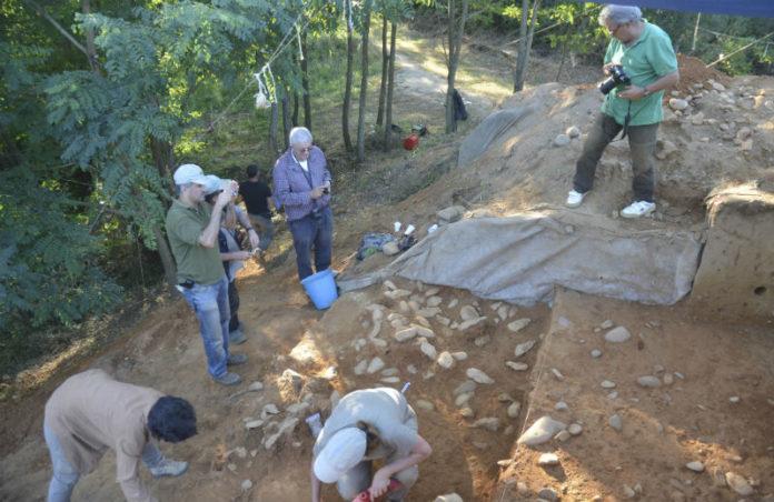 Escavacións no xacemento de Porto Maior.
