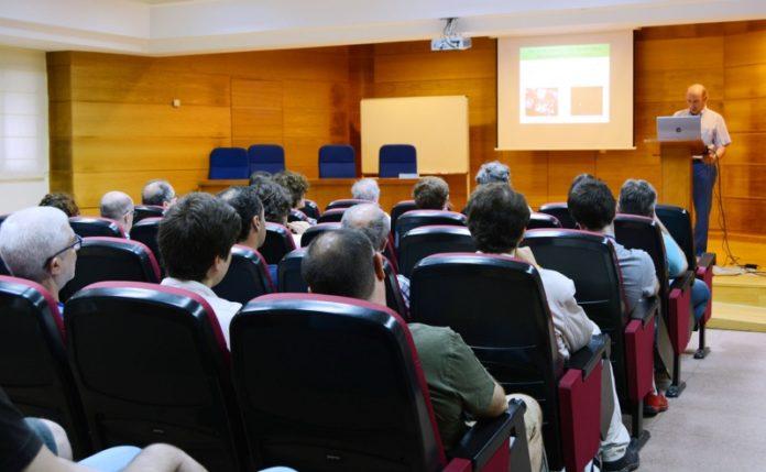 O coordinador do congreso, José Ángel Docobo, presenta as xornadas. Foto: Rosalía Quiroga.
