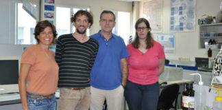 Monica Barone, da FAO (esquerda), xunto a Cástor Guisande (2º dereita) e dous investigadores da UVigo. Foto: Duvi.