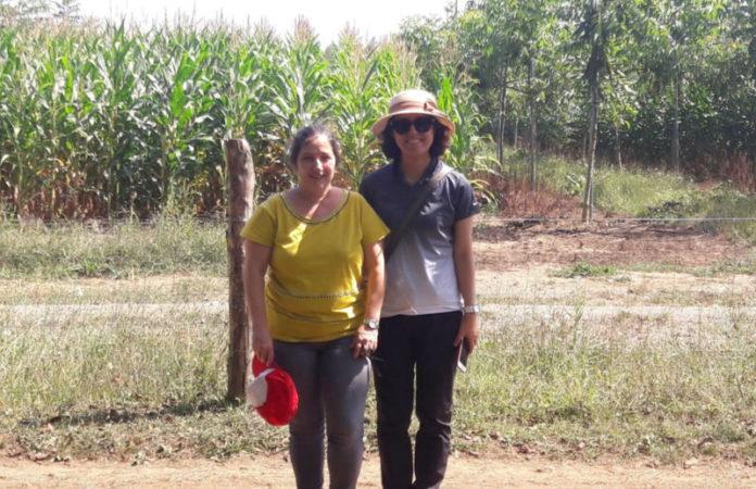 Rosa Mosquera, á esquerda, coa representante política de Corea do Sur. Foto: USC.